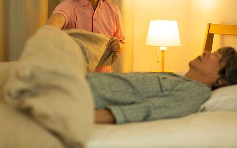 介護職における夜勤・夜勤専従の仕事内容とは?